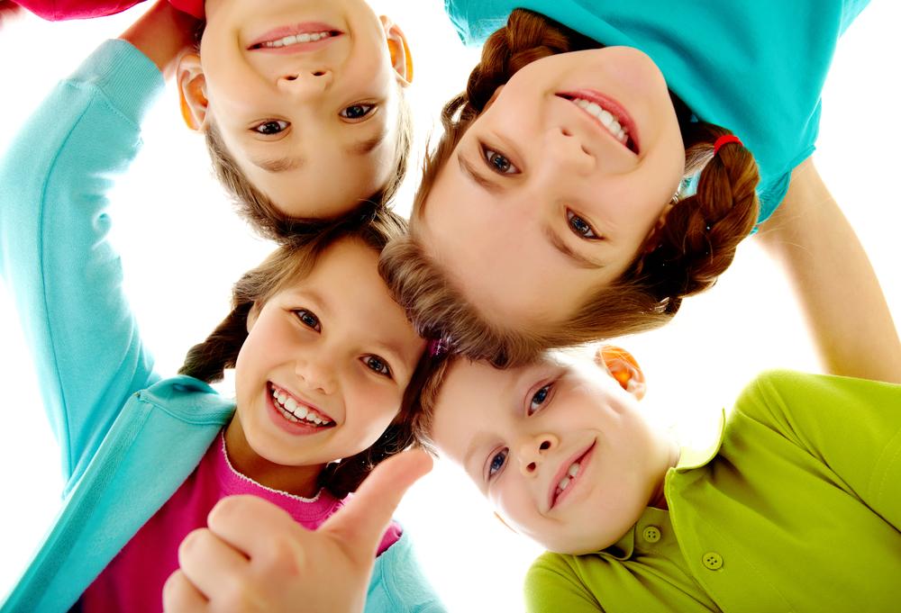 happy-smiling-children1 Fogszabályozás a legkisebbeknek: a myofunkcionális trainerek