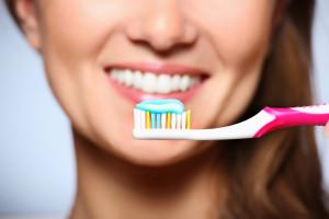 bigstock-Healthy-Smile-16519694-300x200 4 hatékony gyógymód makacs ínygyulladás ellen