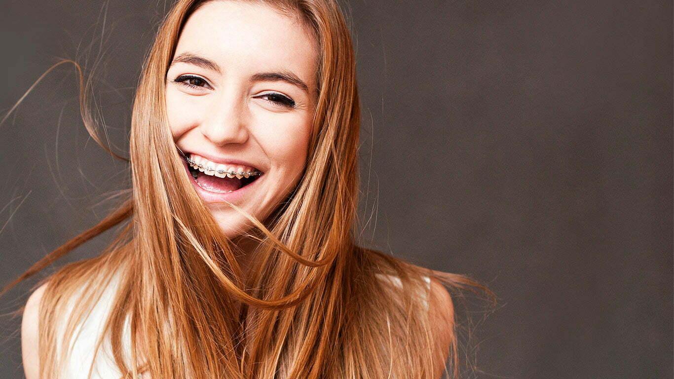 Felnőtt fogszabályozás – Elég a kifogásokból, soha nem késő elkezdeni!