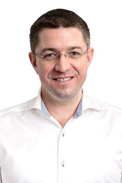 Mérnöki precizitás és digitális forradalom a fogászatban – Beszélgetés dr. Péter Györggyel